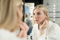 Kvindeligt spejl øje problem