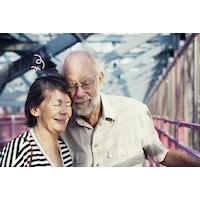 Ældre ægtepar lykkelige