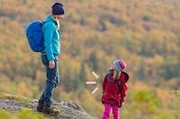 Mor med datter i høstfjellet